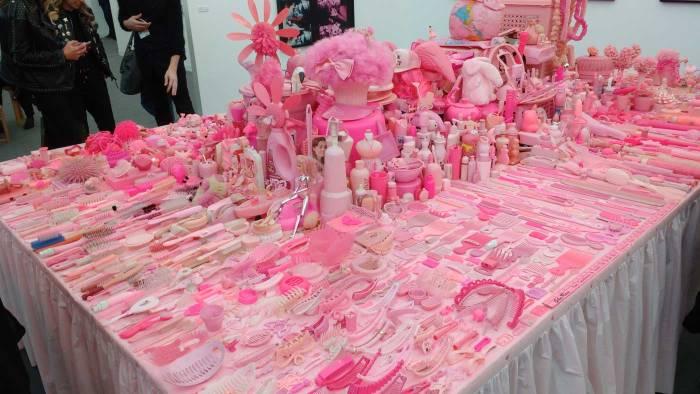 FRIEZE LONDON 2FRIEZE LONDON 2016 - Portia Munson: Pink Project table (1994)016 -